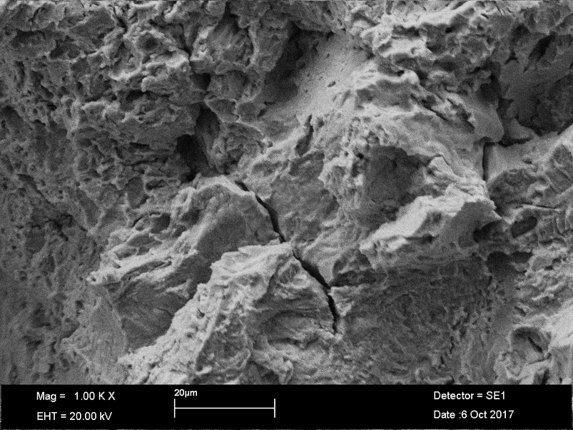 Crack observed in SEM in a eroded zone